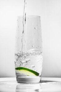 voda pohár pitný režim